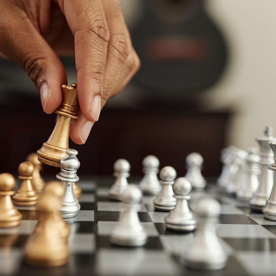 chess-playing-hand